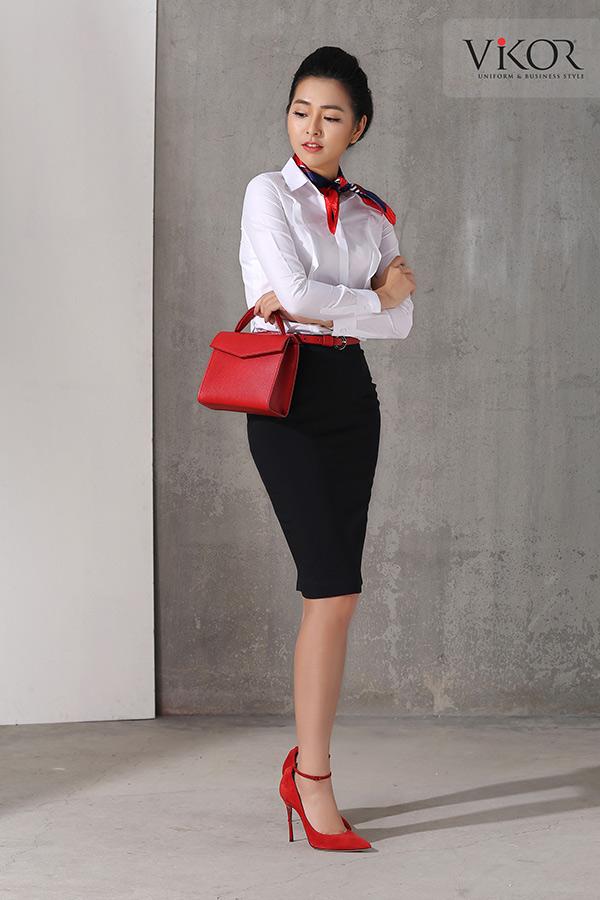 Chân váy nữ VW40101 kết hợp với túi xách đỏ ấn tượng
