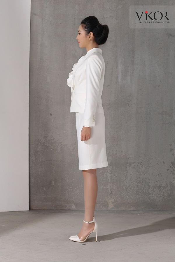 Chân váy nữ VW41203 chụp từ góc nghiêng che khuyết điểm vòng bụng
