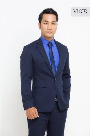 Người đàn ông lịch lãm trong chiếc áo sơ mi xanh cùng vest