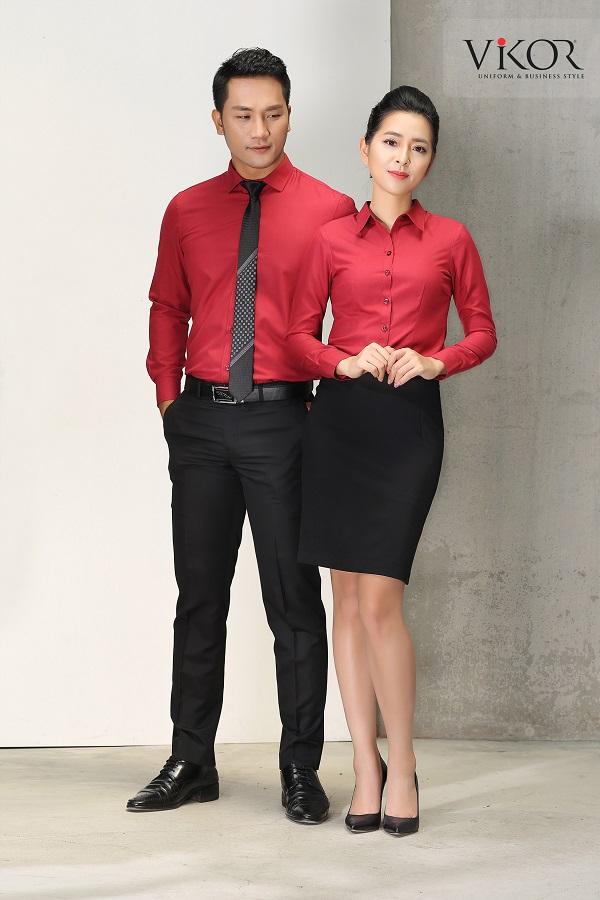 nam nữ công sở mặc áo sơ mi đỏ