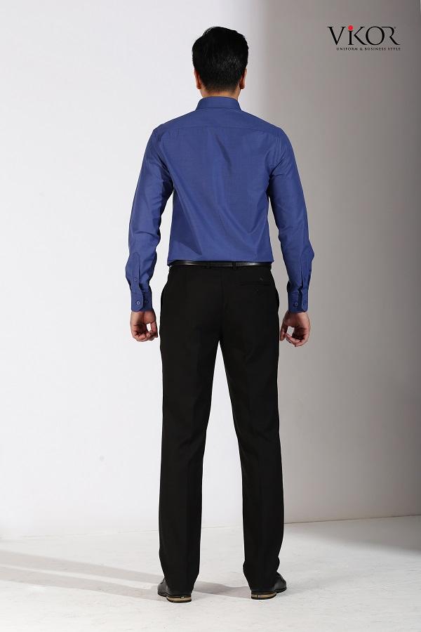 áo sơ mi màu xanh không nhàu, dễ là ủi