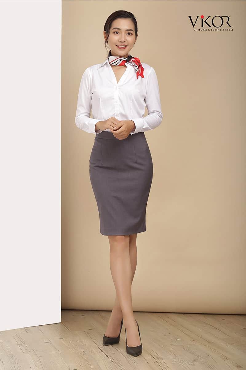 Đồng phục công sở với phụ kiện khăn quàng cổ