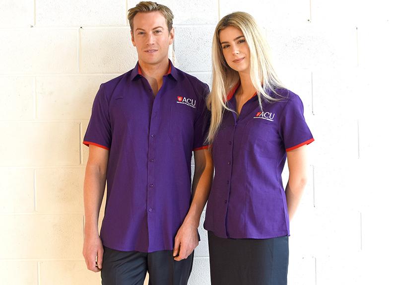 Thiết kế đồng phục áo sơ mi basic màu tím phù hợp cho cả nam và nữ, thích hợp với các doanh nghiệp hoạt động trong lĩnh vực giáo dục
