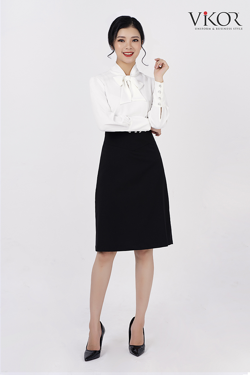 Chân váy chữ A màu đen trẻ trung, khỏe khoắn, giúp người mặc vận động, di chuyển dễ dàng