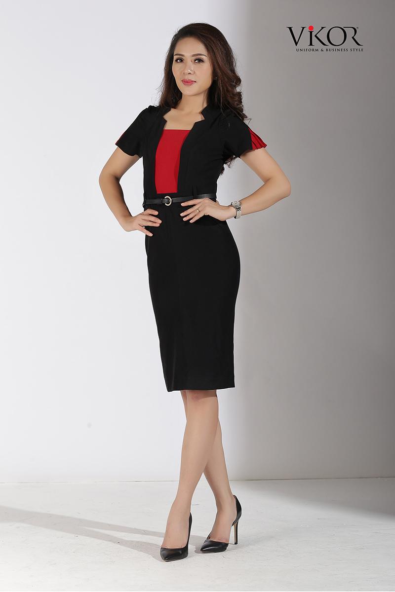 Đầm đen phối đỏ đô cổ xẻ V 2 bên sang trọng, nổi bật và ấn tượng