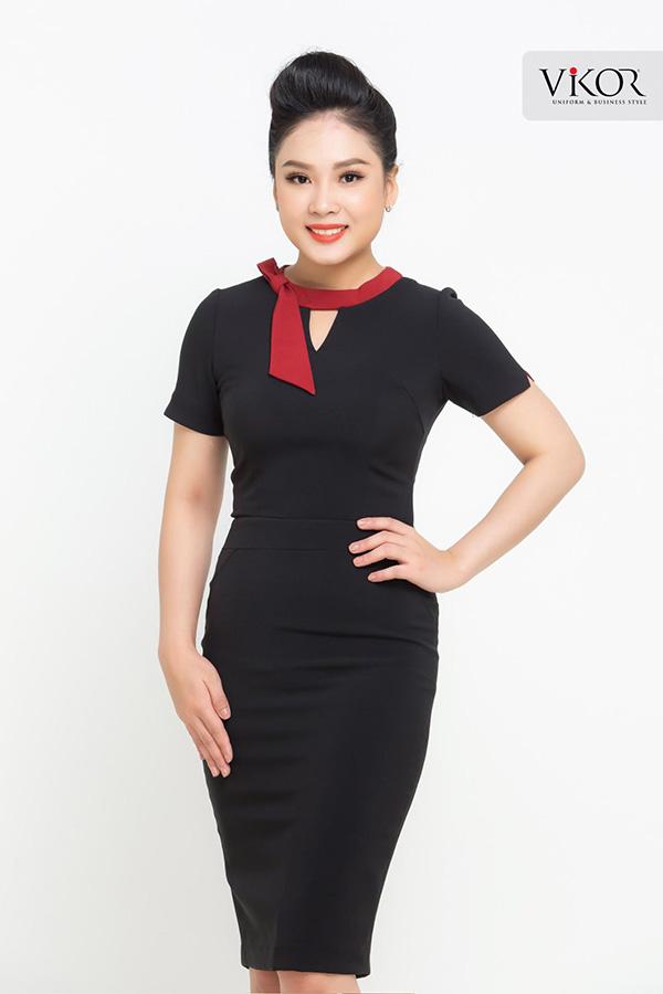 Đầm đồng phục công sở màu đen phối nơ cổ đỏ