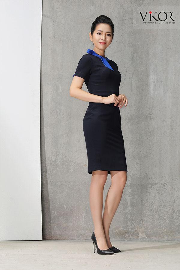 Đầm đen với điểm nhấn nhẹ nhàng phầnnơcổ trang nhã, tinh tế