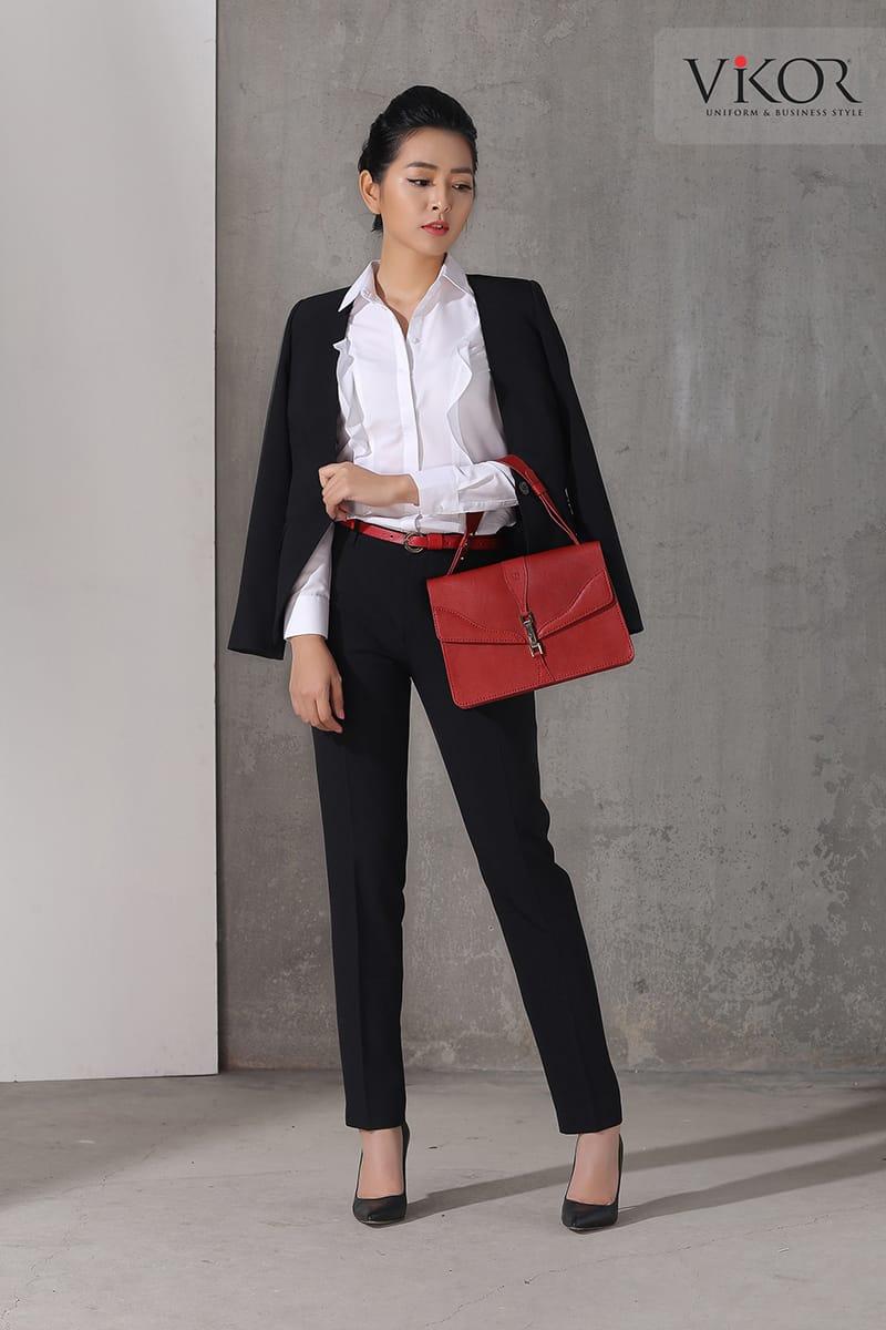 Đồng phục quần Tây nữ kết hợp sơ mi trắng và vest đen đơn giản