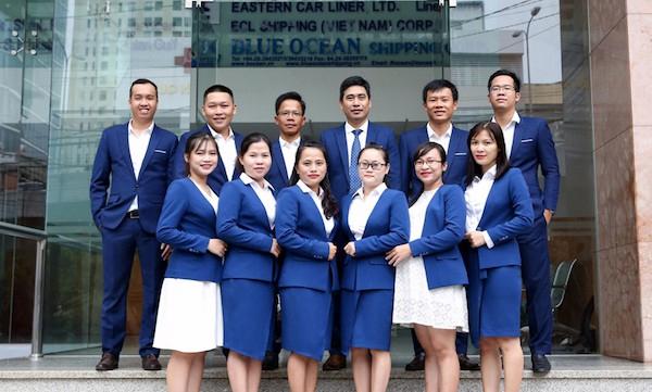 Đồng phục tập đoàn Blue Ocean Shipping nổi bật với tông màu xanh - trắng trong bộ nhận diện thương hiệu