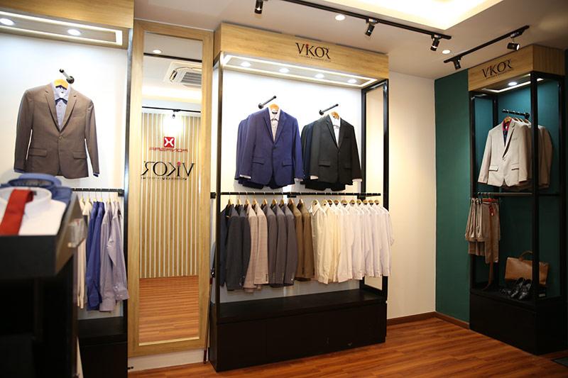 Showroom bán đồng phục công sở may sẵn của VIKOR