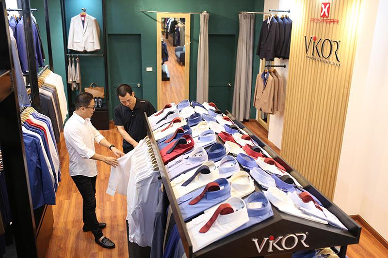 Showroom đồng phục công sở may sẵn VIKOR
