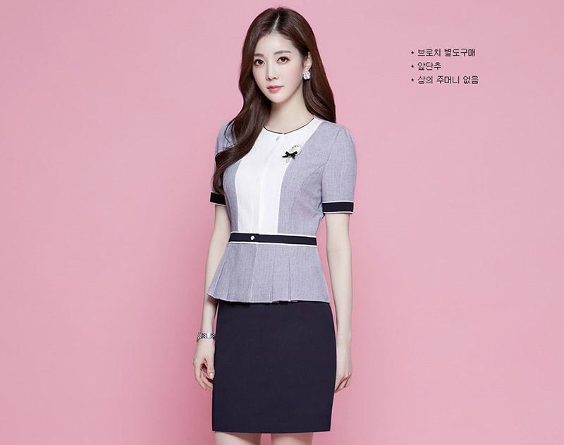 Tím pastel và trắng luôn là sự kết hợp hoàn hảo để đem đến thiết kế đồng phục công sở trang nhã
