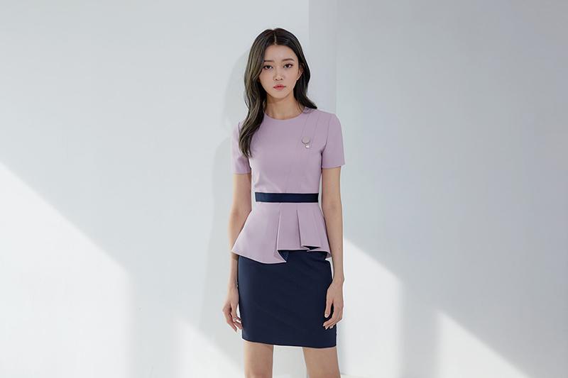 Phần tà áo được cách điệu nhằm đem đến cảm giác nhẹ nhàng, thanh thoát hơn cho thiết kế