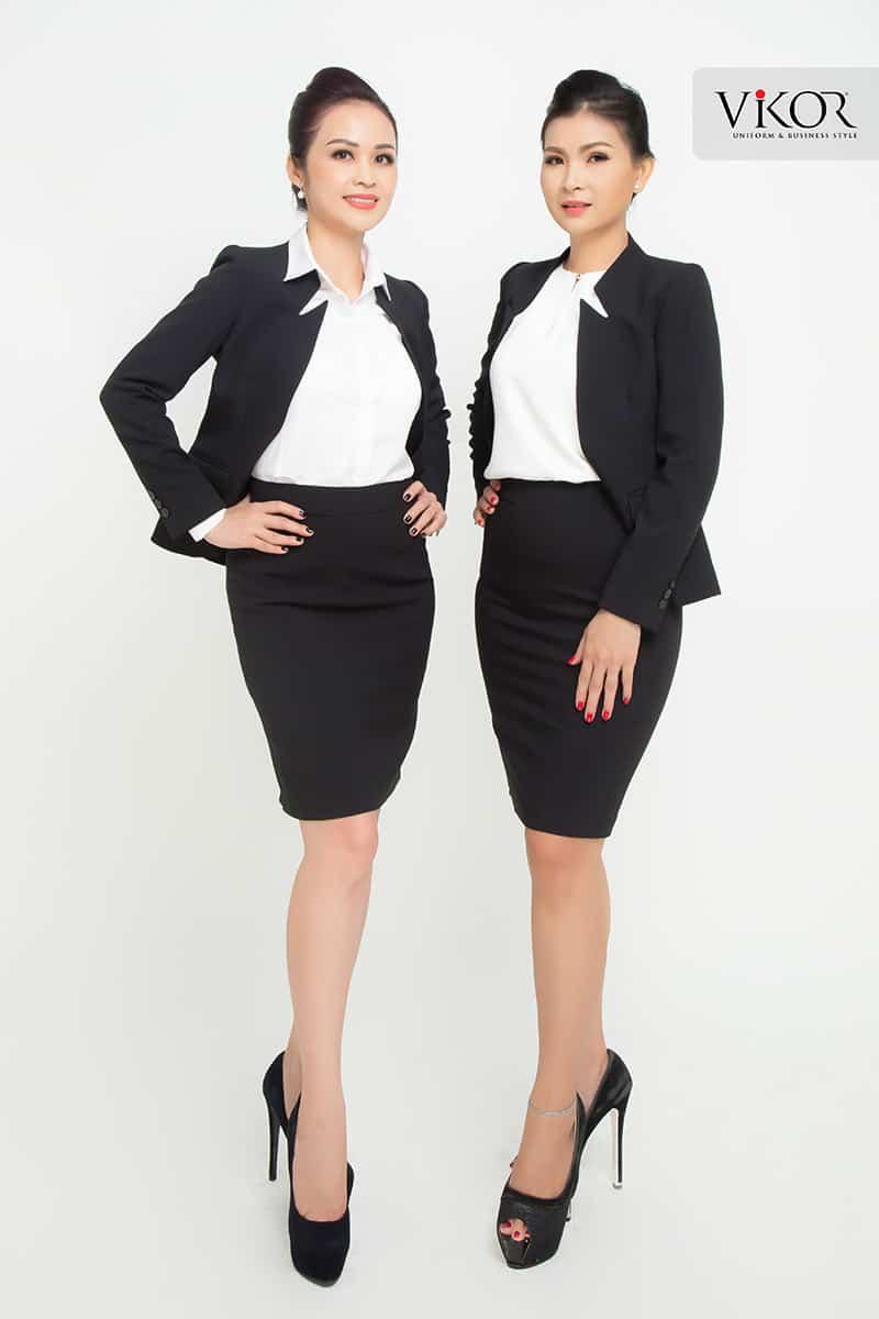 Vest đen thiết kế đơn giản với đường cắt tinh tế ở cổ áo tạo sự sang trọng