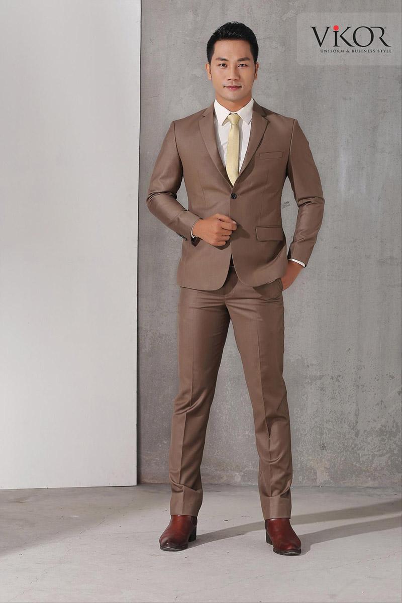 Mẫu đồng phục vest nam màu nâu tạo lịch lãm, chuyên nghiệp