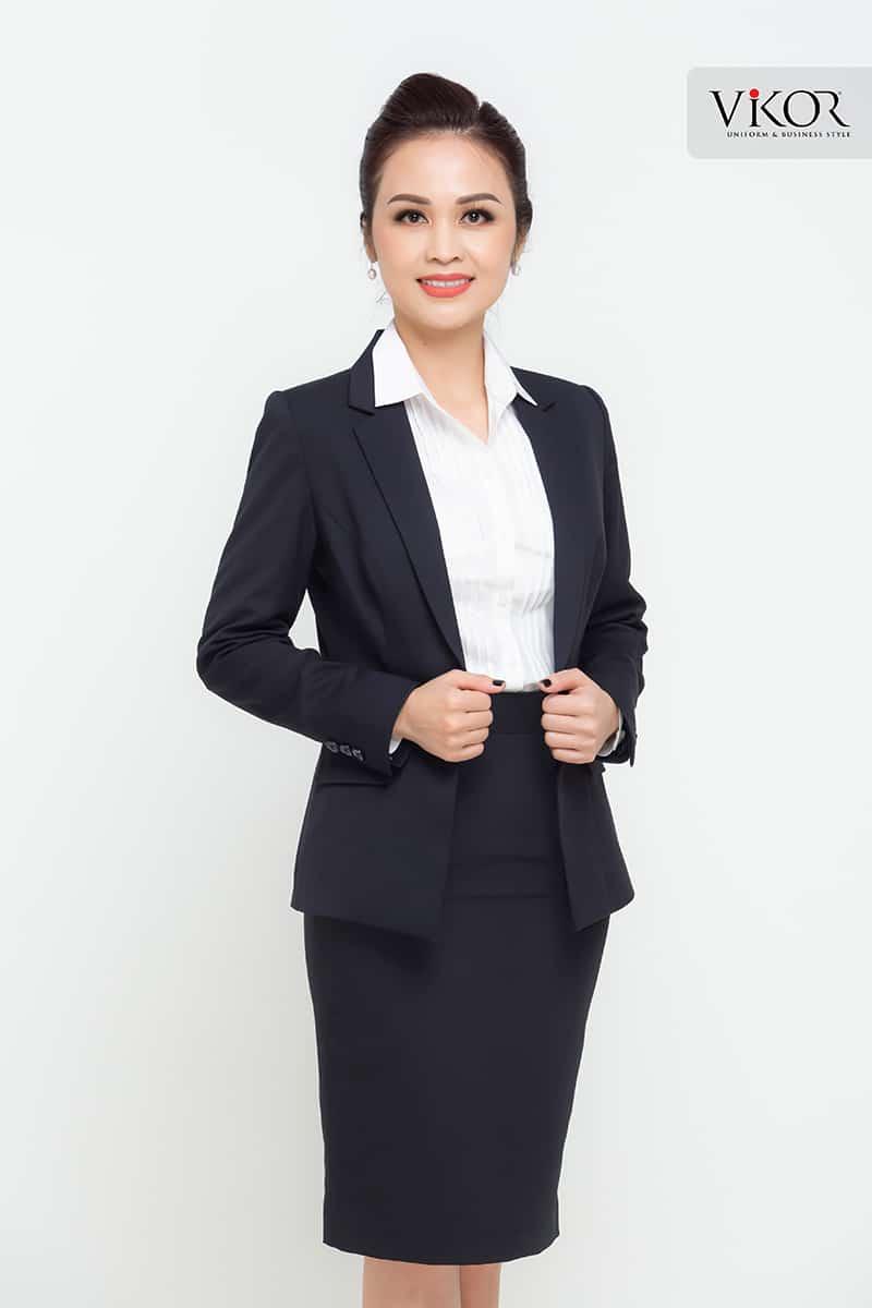 Sang trọng, quý phái và đầy nét tinh tế với bộ đồng phục công sở đen trắng
