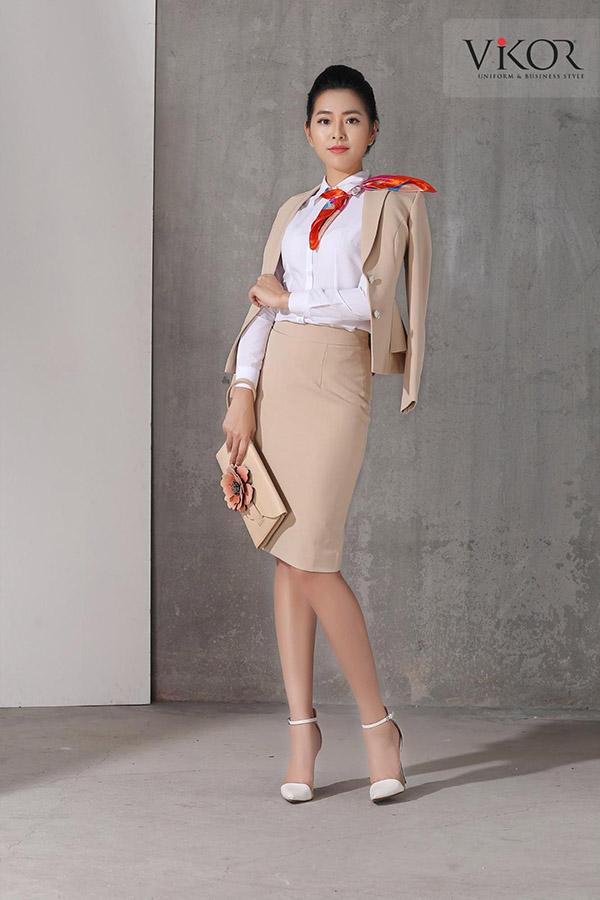 Sơ mi nữ đồng phục kết hợp vest, chân váy và khăn