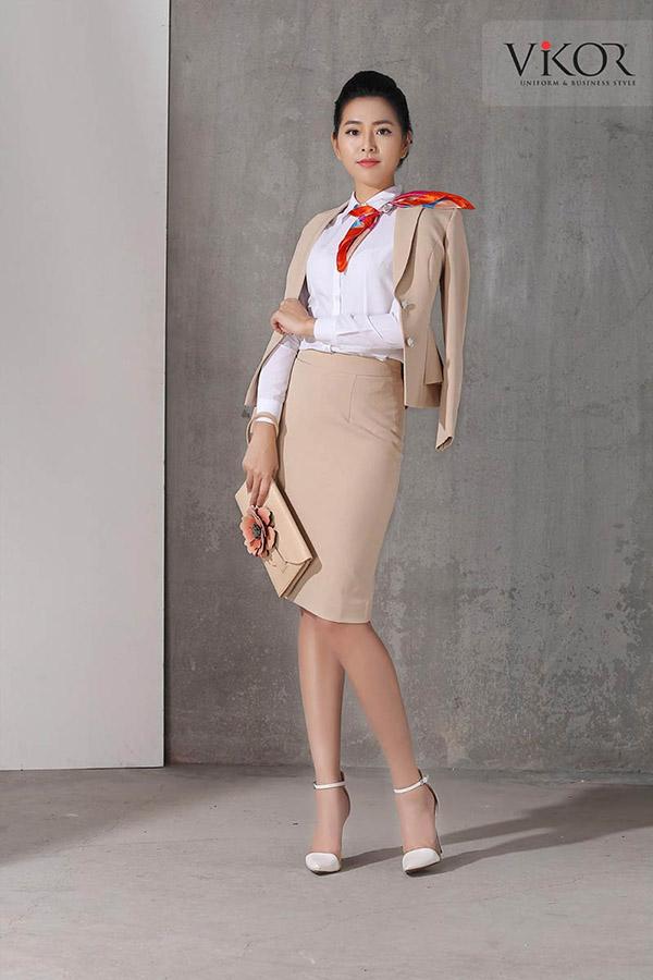 Đồng phục vest nữ màu be sáng nhẹ nhàng
