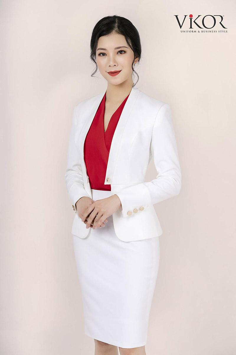 Màu trắng trung tính khi kết hợp với màu đỏ thuộc gam nóng sẽ đem đến ấn tượng cho người đối diện, tránh cảm giác nhàm chán