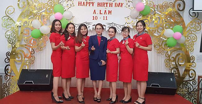 Khách hàng đồng phục công sở nữ của VIKOR
