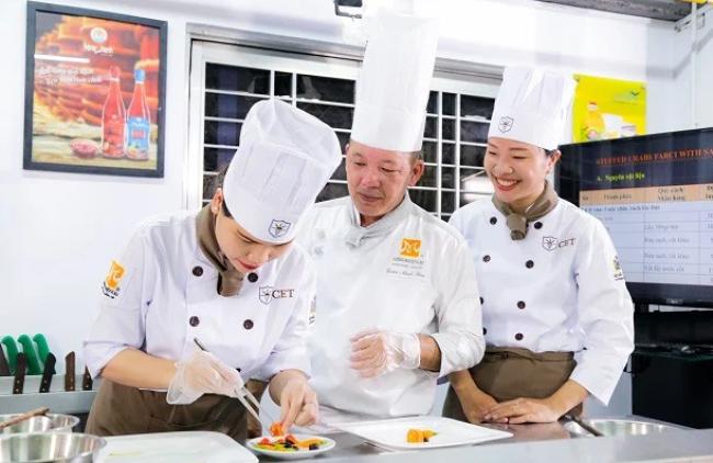 Đồng phục của bộ phận bếp nhà hàng Âu