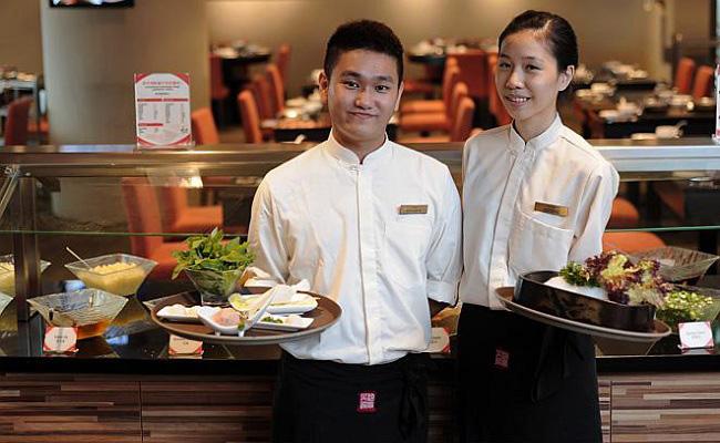 Đồng phục nhân viên nhà hàng Âu được thiết kế tỉ mỉ