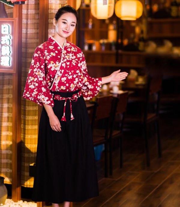 Trang phục lễ tân của một nhà hàng Nhật