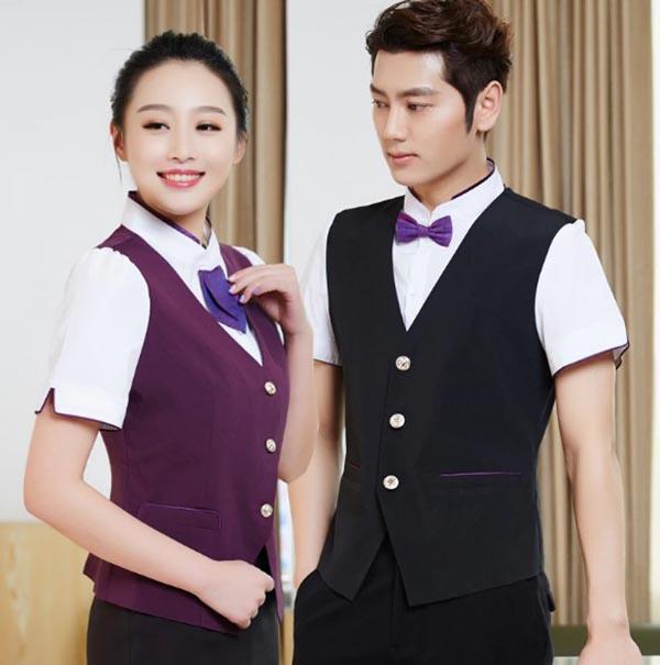Đồng phục nhà hàng khách sạn với các chi tiết nơ và caravat