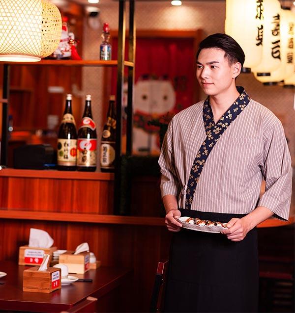 Đồng phục phục vụ nhà hàng với áo yukata
