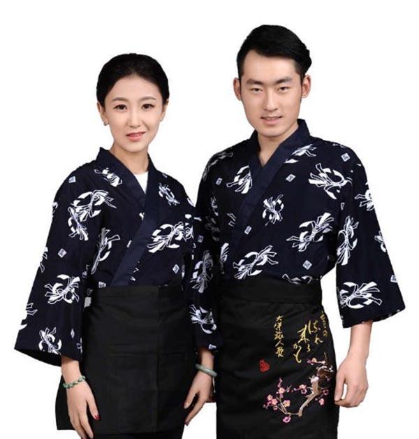 Họa tiết chuông gió trên đồng phục nhà hàng Nhật